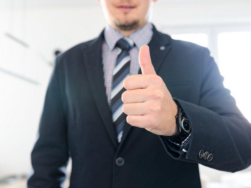 Que pensez-vous du costume-cravate au travail ?